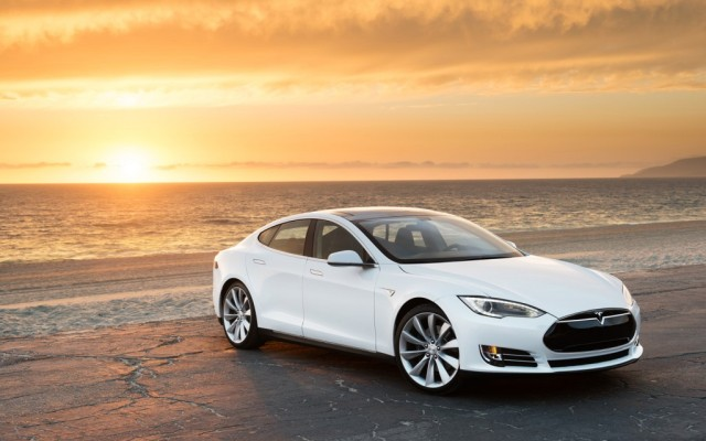 Tesla-Model-S-white-right-front-1-1024x640