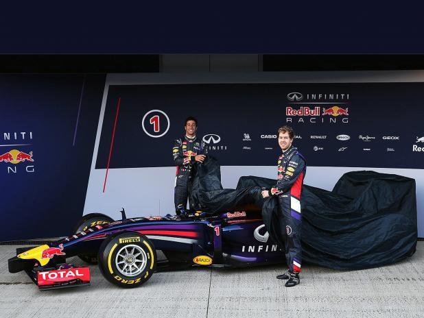 F1-2014-Red-Bull-RB10-Vettel-Formel-1-Rennwagen-06