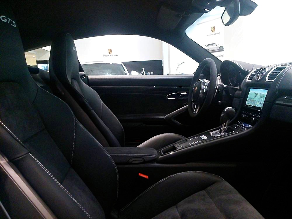 Cayman GTS interior