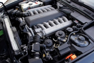 1987-BMW-750i-engine