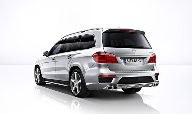 2015_Mercedes_GL63_AMG_Rear_2